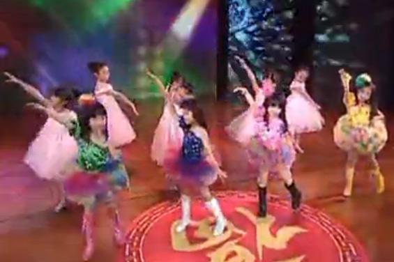 视频: 六一儿童节歌唱舞蹈视频《粉可爱》幼儿